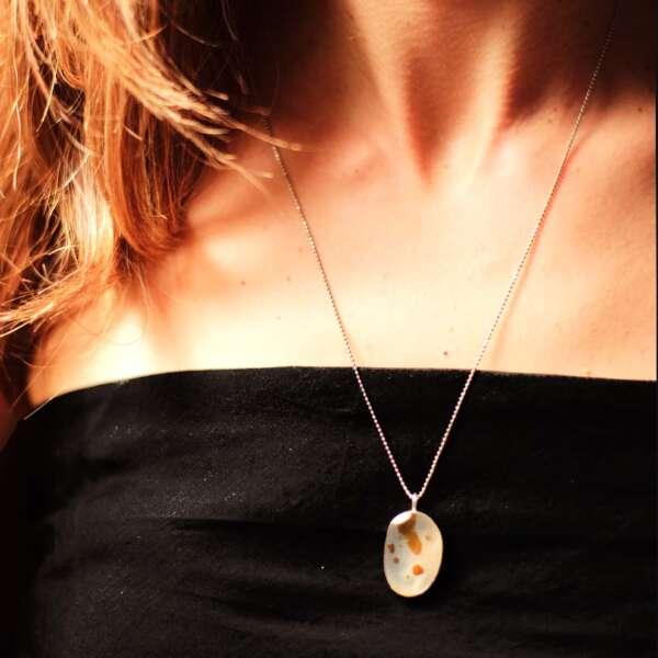 hong_oai_pendant